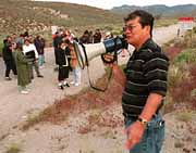 Hayakawa speaks to protesters. Ralph Fountain photo.