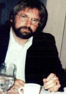 William-Moore-e-Charles-Berlitz-escreveram-o-livro-The-Roswell-Incidente-nos-anos-1980
